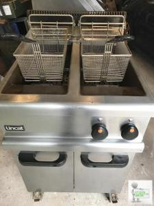 Lincat LPG Twin Basket Fryer